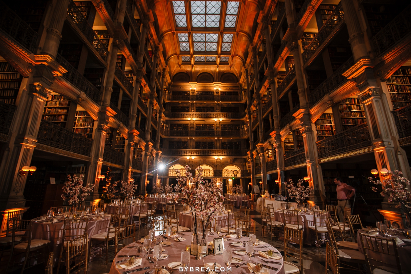 amanda-eric-peabody-library-baltimore-wedding_0108