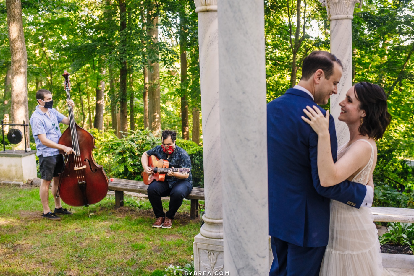 Outdoor first dance at gramercy mansion